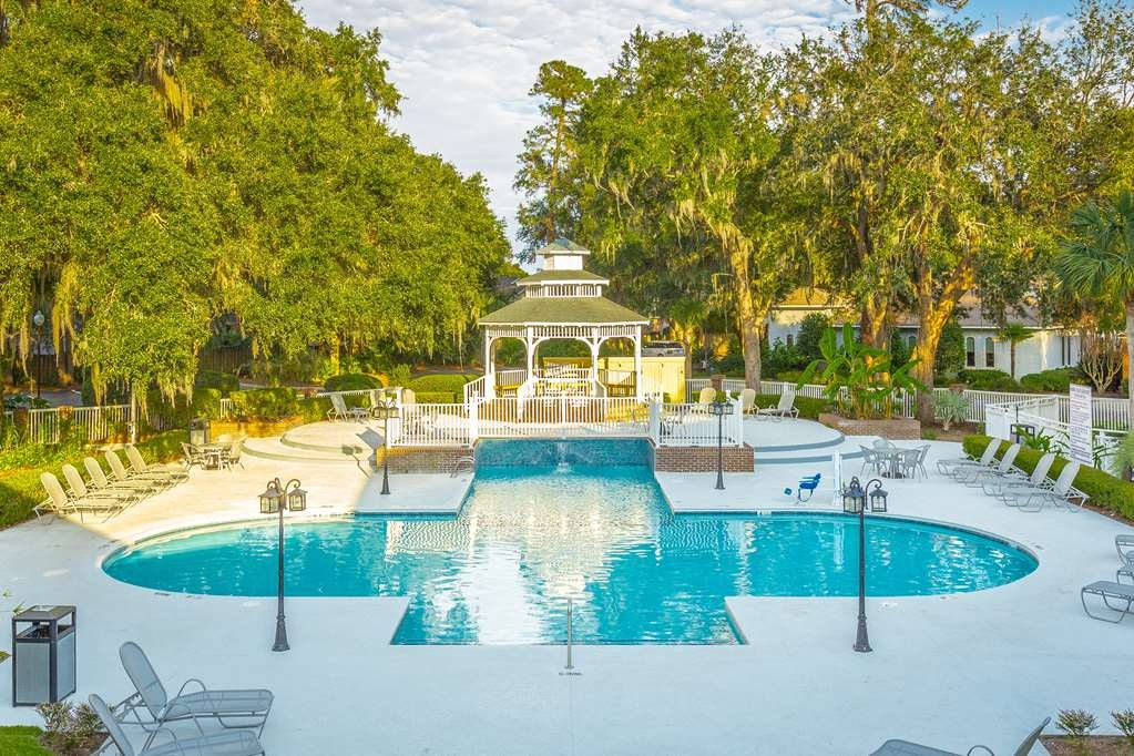 Best Western Plus St. Simons - Soak up the sun and take in our lavish landscape while relaxing in our outdoor pool.