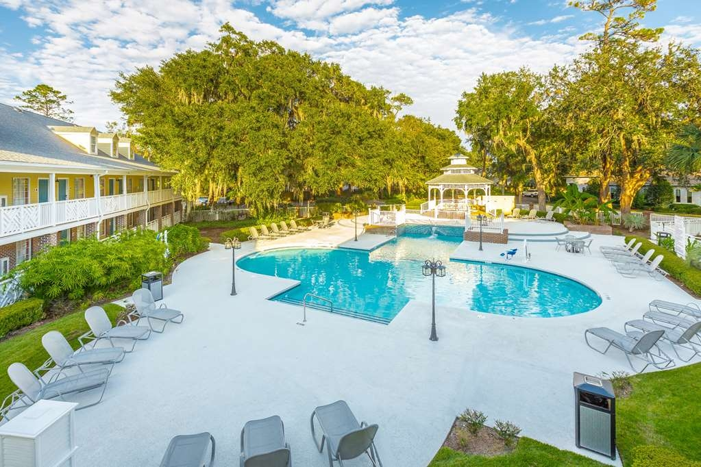 Best Western Plus St. Simons - We can host receptions on our lovely pool deck.