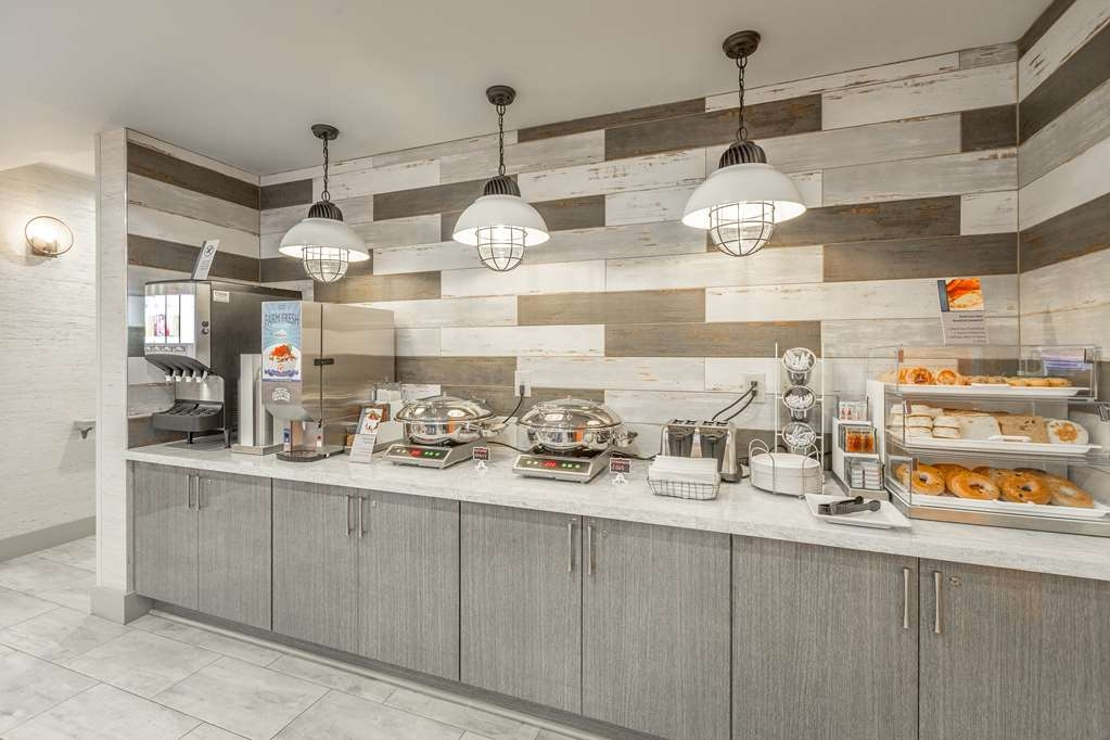 Best Western Plus St. Simons - Rise and shine with a complimentary breakfast every morning.