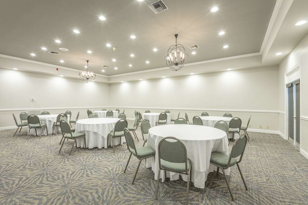 Best Western Plus St. Simons - Our location in St. Simons is the perfect choice for your next wedding date!
