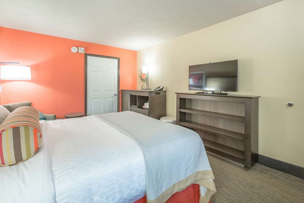 Best Western Plus St. Simons - We've designed our mobility accessible rooms for easy wheelchair access.