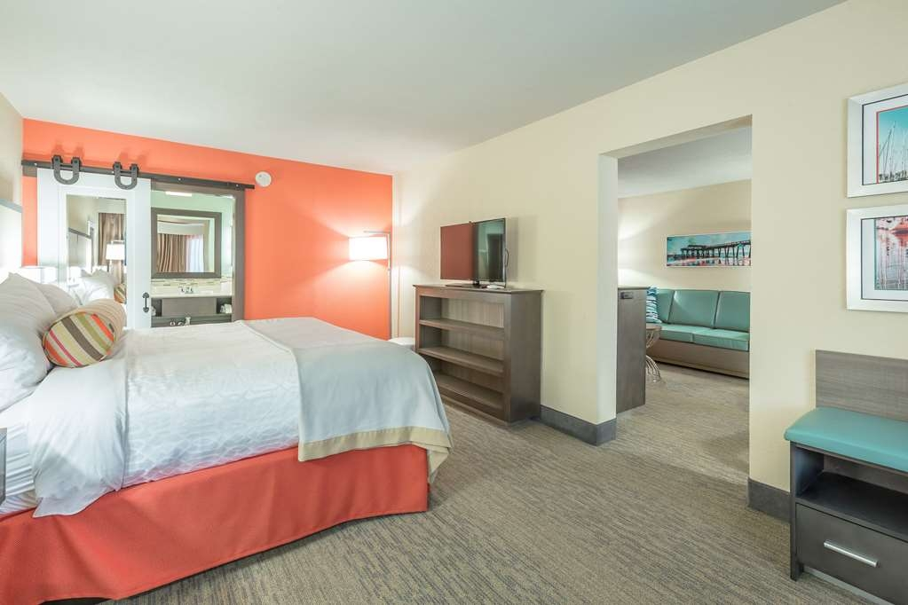 Best Western Plus St. Simons - Upgrade yourself to our king suite for added comfort during your stay.