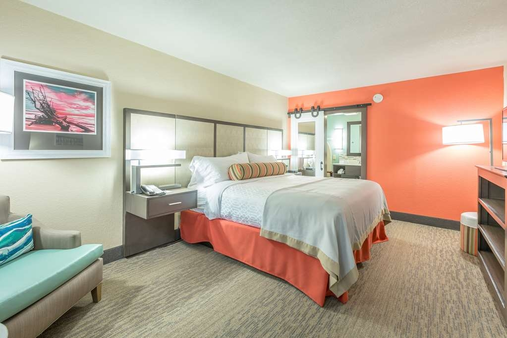 Best Western Plus St. Simons - Live in true luxury when you book a king suite.