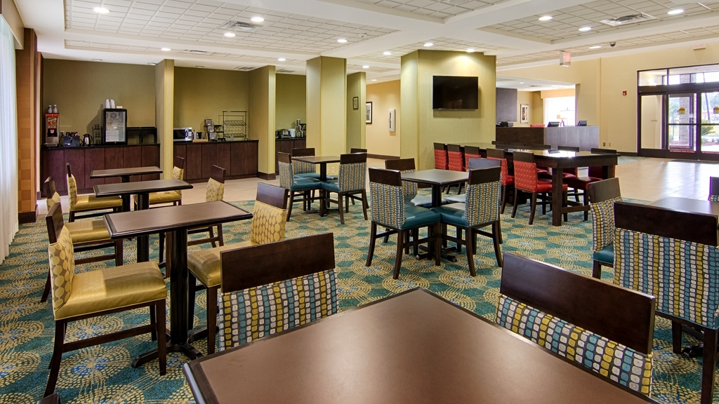 Best Western Plus North Savannah - Breakfast Area