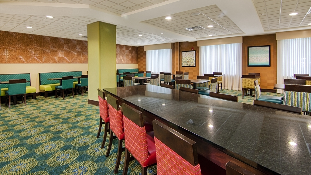 Best Western Plus North Savannah - Communal Table