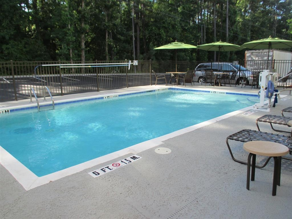 Best Western Plus North Savannah - Pool