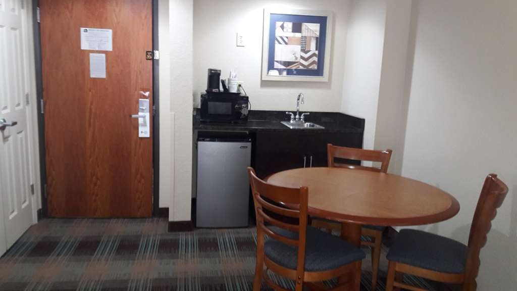 Best Western Plus North Savannah - King Suite