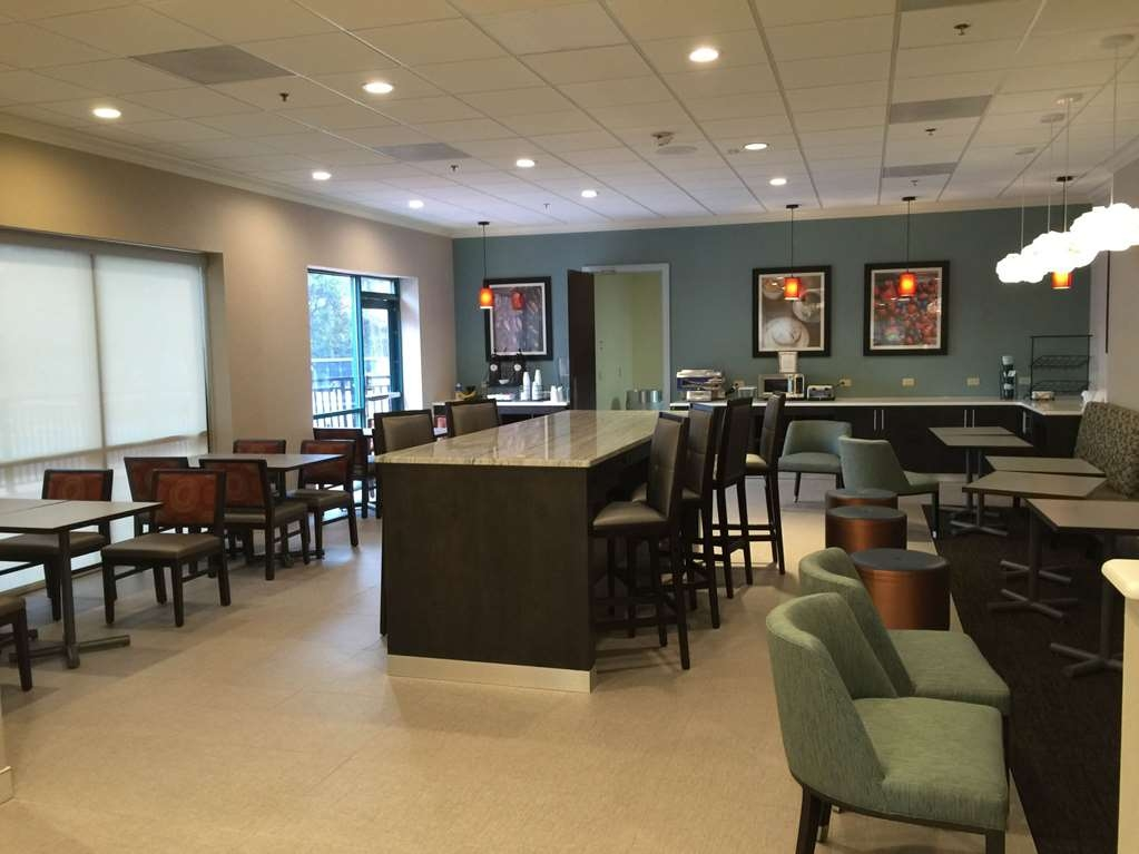 Best Western Plus Roswell/Alpharetta - Enjoy a balanced and delicious breakfast with choices for everyone.