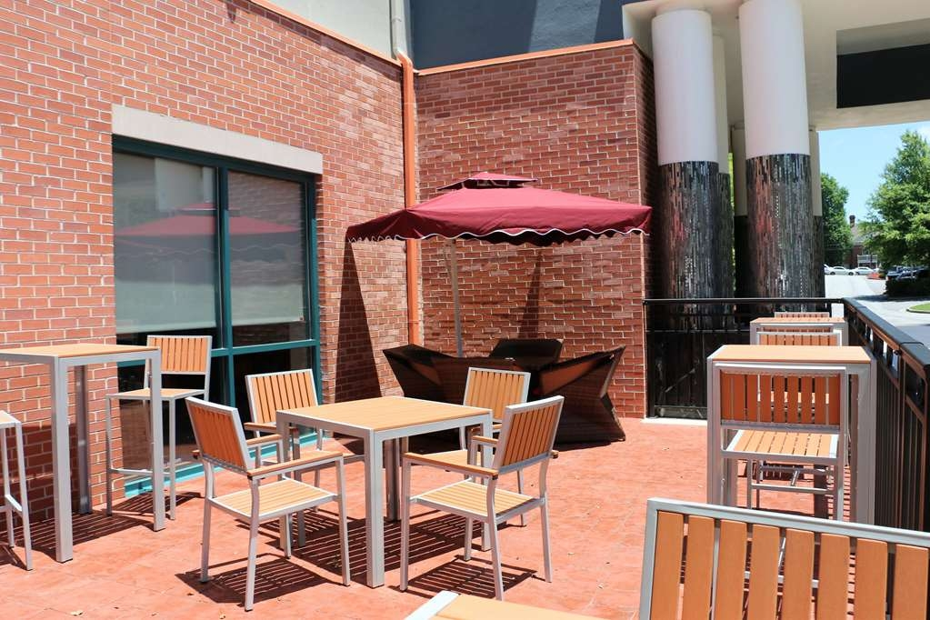 Best Western Plus Roswell/Alpharetta - Enjoy a moment of peace and quiet on our outdoor patio with a coffee or your favorite drink.