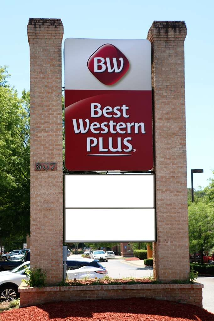 Best Western Plus Roswell/Alpharetta - No matter what time of year, we know you will love the Best Western Plus Roswell/Alpharetta.