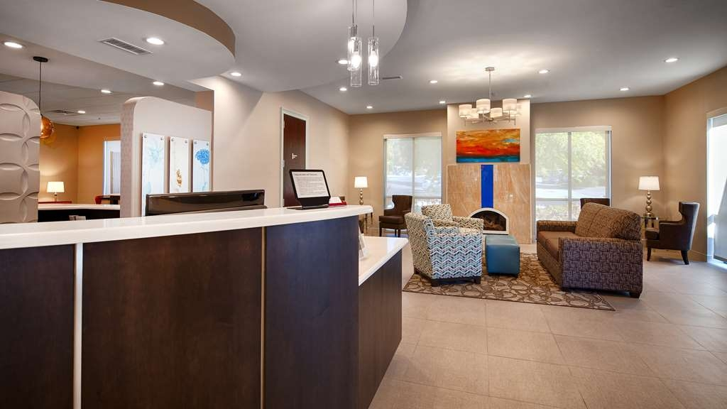 Best Western Plus Roswell/Alpharetta - First impressions are the most important, and our chic lobby is no exception to that rule.