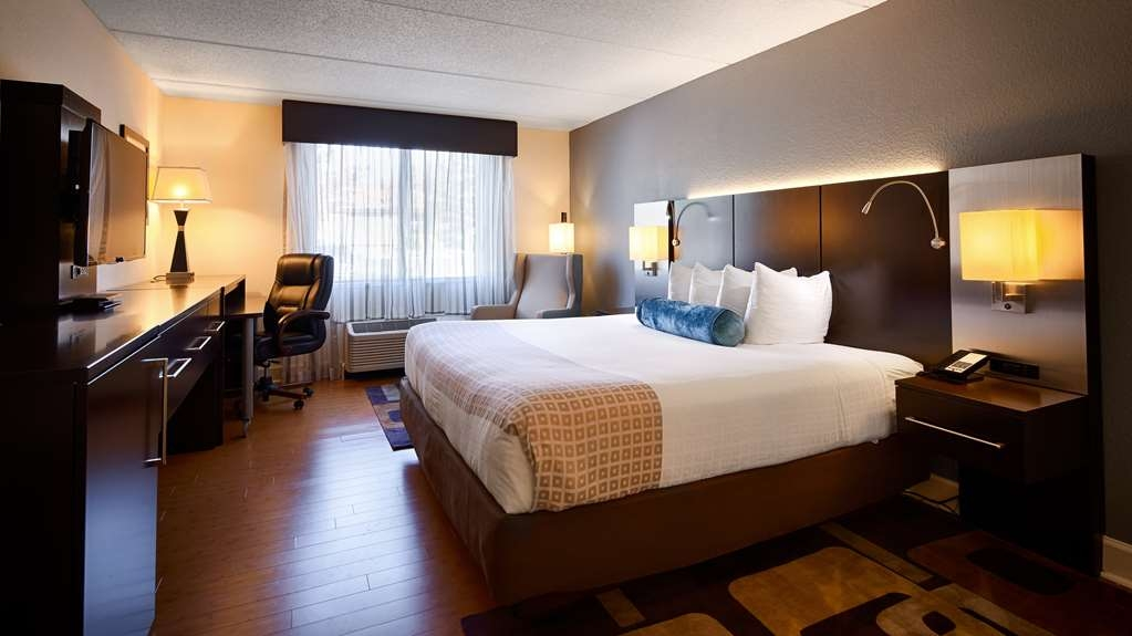 Best Western Plus Roswell/Alpharetta - Designed for corporate and leisure traveler alike, make a reservation in this King non-smoking room.
