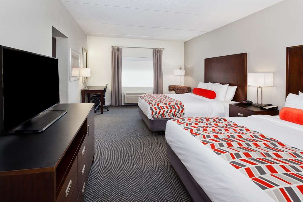 Best Western Plus Columbus Ft. Benning - If your bringing a family along make a reservation for our double queen room.
