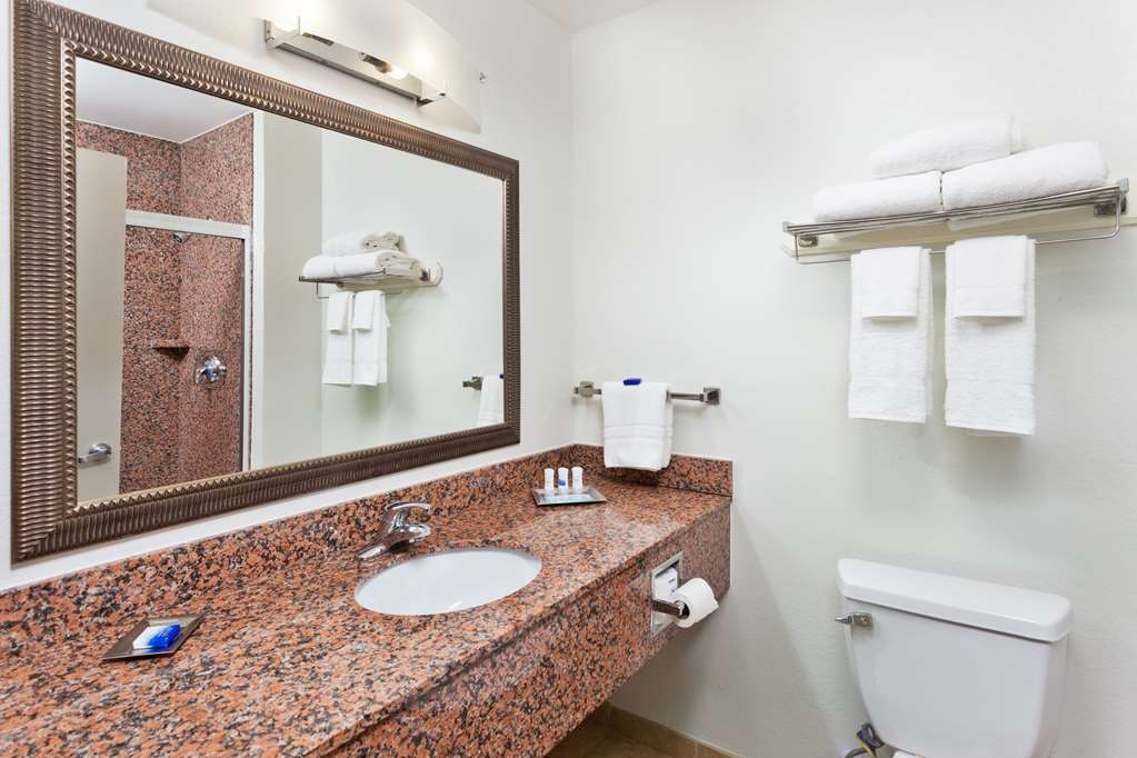 Best Western Plus Columbus Ft. Benning - Standard Bath