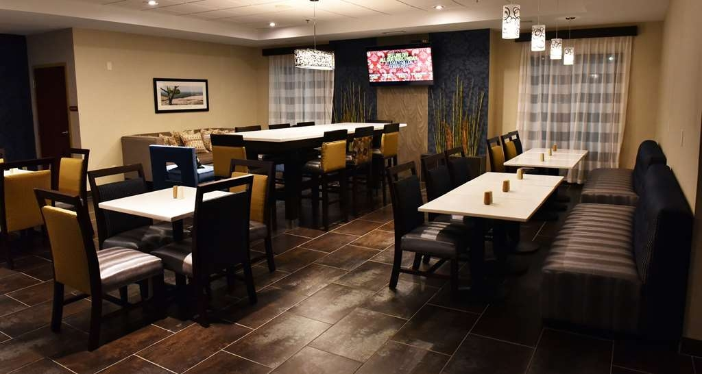 Best Western Plus Fairburn-Atlanta Southwest - Enjoy the most important meal of the day in our inviting breakfast area.