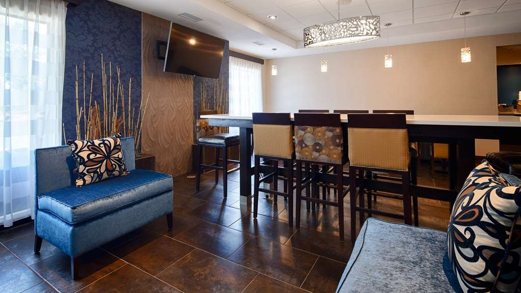 Best Western Plus Fairburn-Atlanta Southwest - Our lobby is the perfect spot to relax after a long day of work and travel.