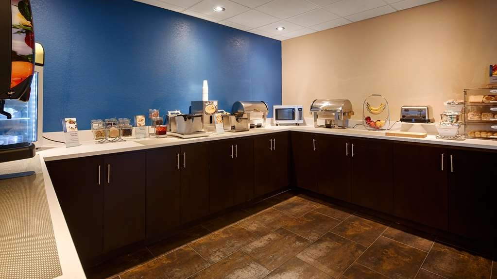 Best Western Plus Fairburn-Atlanta Southwest - Rise and shine every morning with our delicious complimentary breakfast with a variety of choices for everyone.
