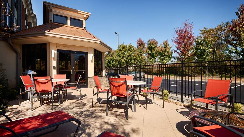Best Western Plus Fairburn-Atlanta Southwest - Take some time to relax and unwind in our patio area.