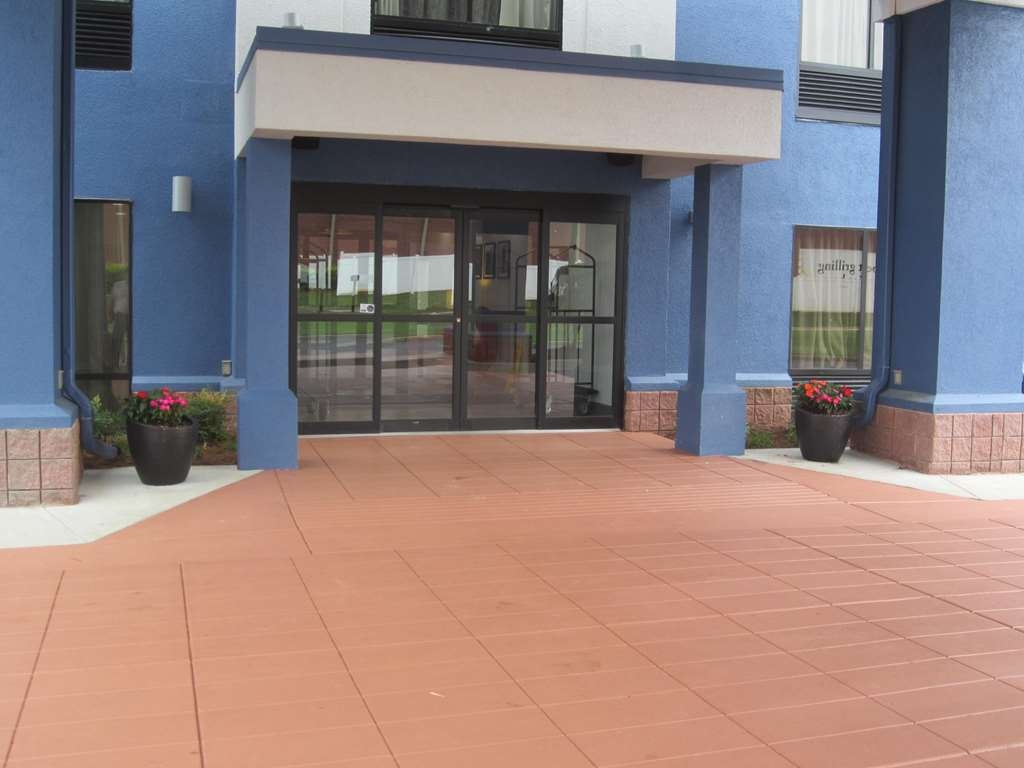 Best Western Plus Carrollton Hotel - Exterior Entry