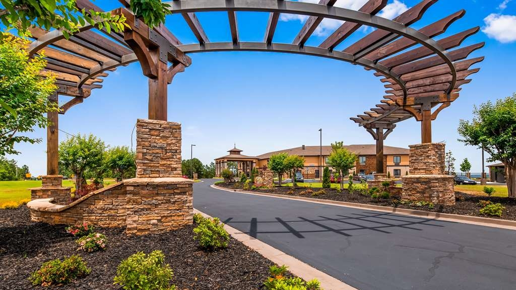 Best Western Warm Springs Hotel and Event Center - Façade