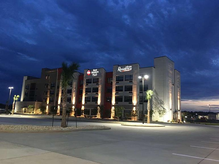 Best Western Plus Executive Residency Rigby's Water World Hotel - Vista exterior