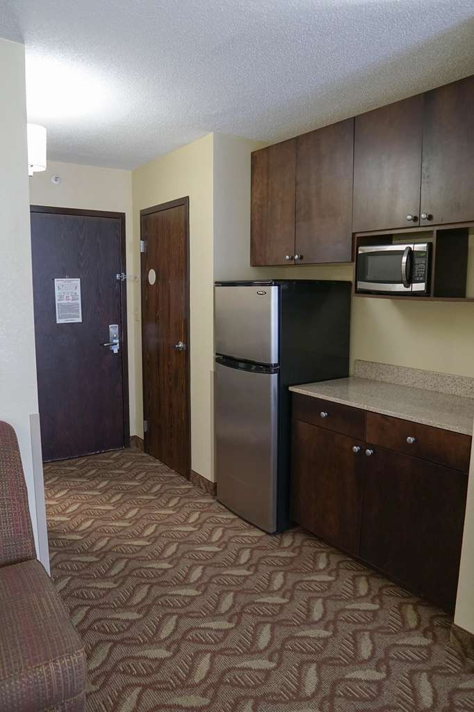 Ecco Suites, BW Signature Collection - Studio Suite Kitchen Area