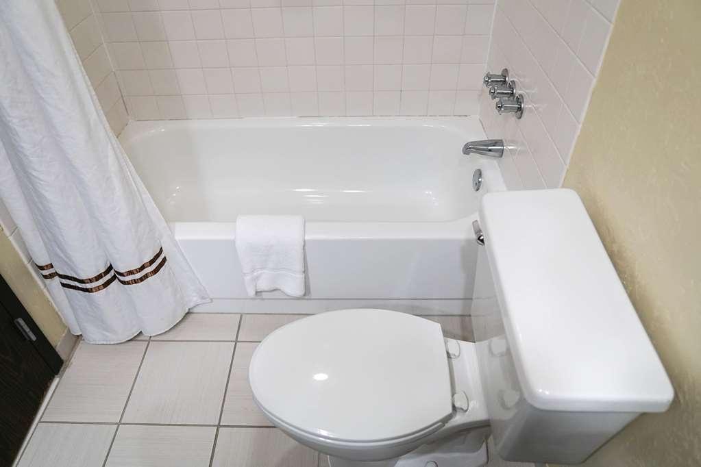Ecco Suites, BW Signature Collection - Guest Room Bath