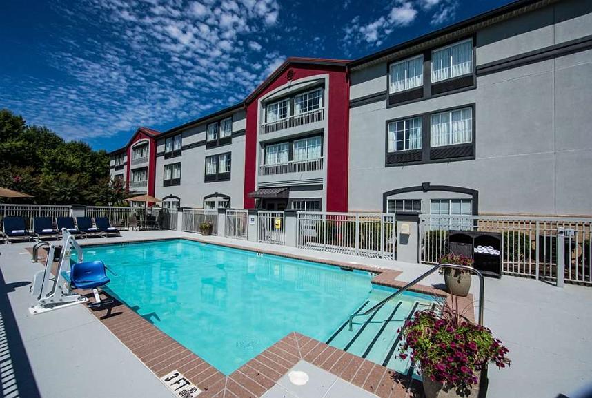 Best Western Plus Duluth/ Sugarloaf - Outdoor Pool