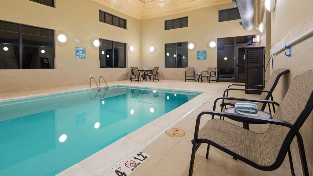 Best Western Plus Tuscumbia/Muscle Shoals Hotel & Suites - Don't let the weather stop you from jumping in. Our indoor pool is heated year-round for you and your friends.