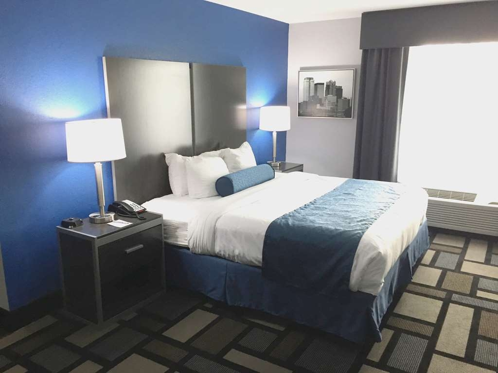 Best Western Plus Birmingham Inn & Suites - Deluxe King Suite is extra roomy with a sofabed around the corner!