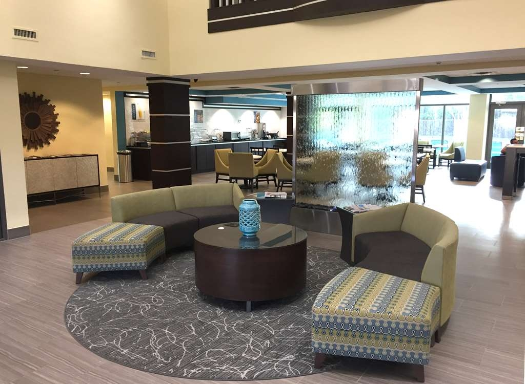 Best Western Plus Birmingham Inn & Suites - Enjoy a cup of coffee and relax in our comfortable spacious lobby.