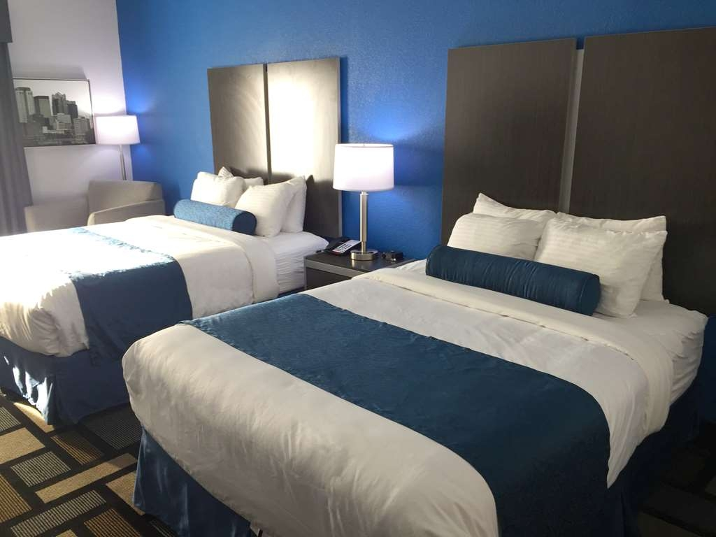Best Western Plus Birmingham Inn & Suites - Two queens perfect for work crews in town for the week or a family on the move.
