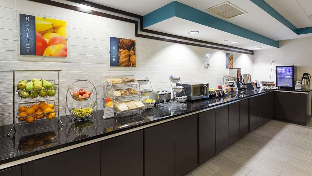 Best Western Plus Birmingham Inn & Suites - Enjoy a hearty breakfast to start your day off right! Build your own breakfast sandwich, create a yogurt parfait or make one of our great waffles. There is something for everyone's taste.