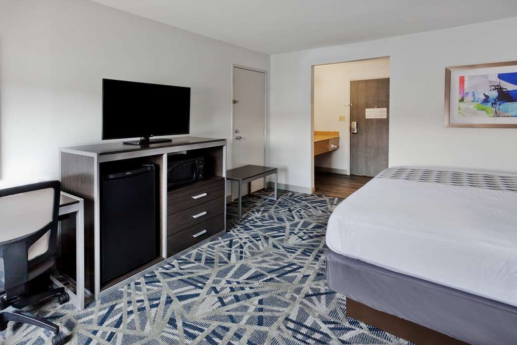 Best Western Montgomery I-85 North Hotel - Guest Room with One King Size Bed