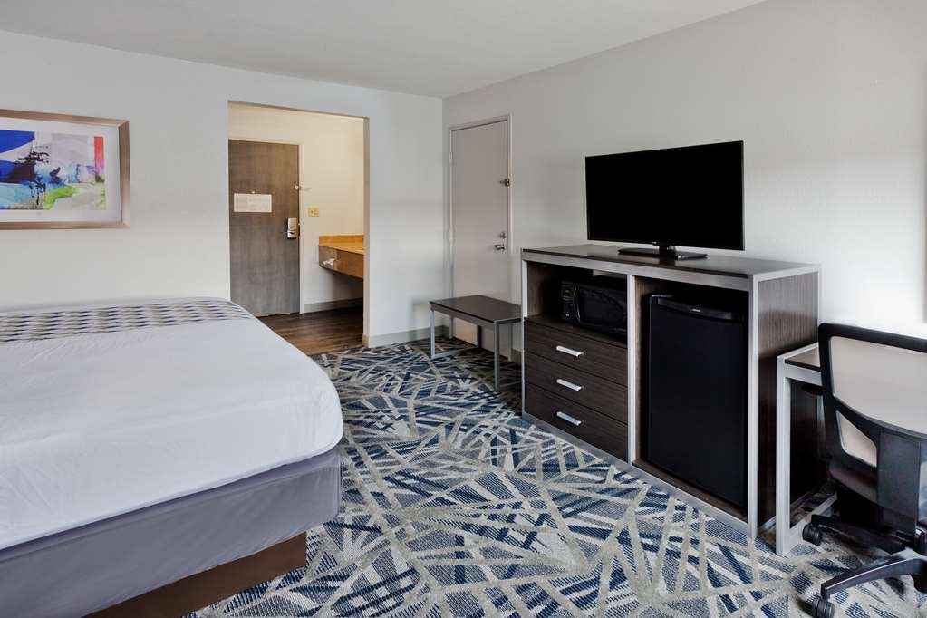 Best Western Montgomery I-85 North Hotel - Mobility Accessible Room with One Queen Size Bed