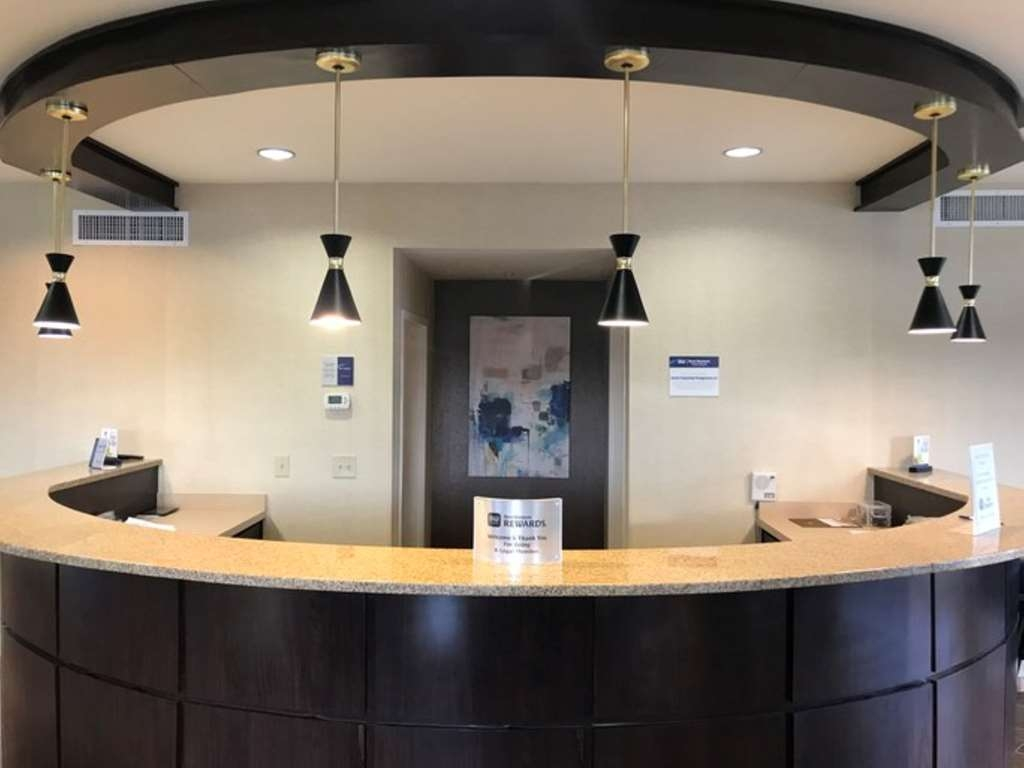 Best Western Dothan Inn & Suites - Vista del vestíbulo