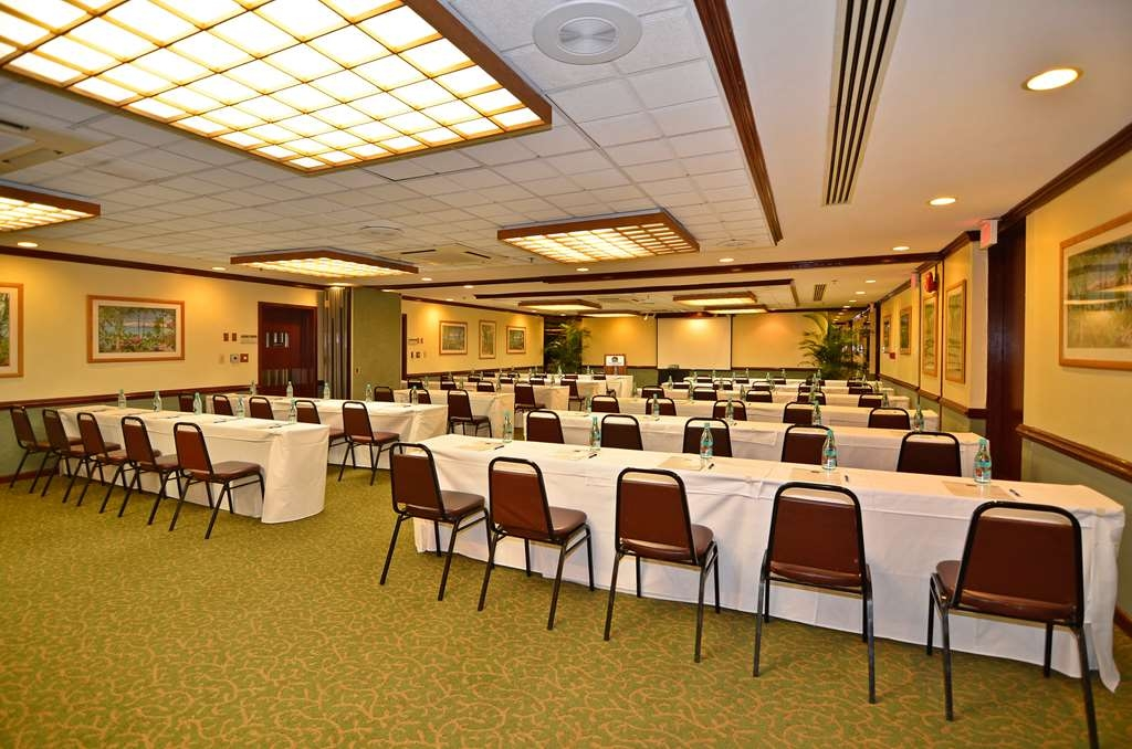 Best Western The Plaza Hotel - Depending on your selected layout, our meeting room can accommodate up to 150 guests.