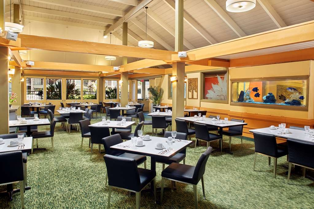Best Western The Plaza Hotel - Enjoy breakfast or dinner at our on-site restaurant, the Plaza Cafe.
