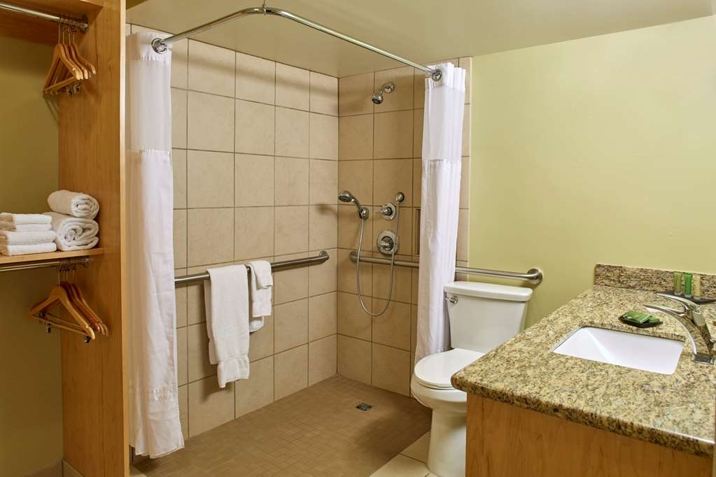 Best Western The Plaza Hotel - Mobility Accessible Bathroom
