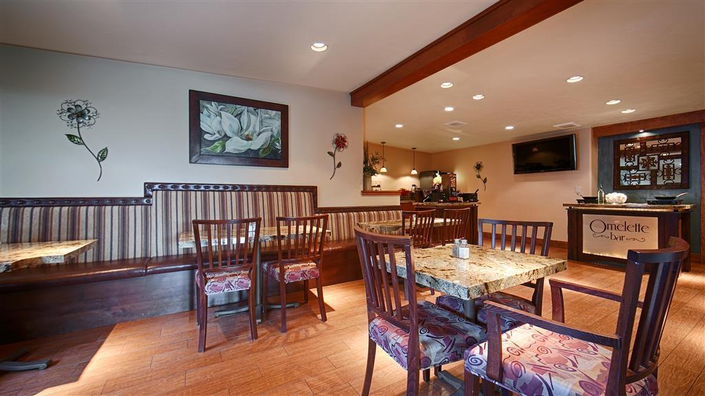 Best Western Driftwood Inn - Salle de petit déjeuner