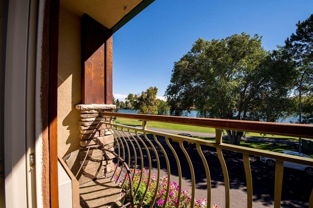 Best Western Driftwood Inn - Enjoy your morning coffee on the balcony.
