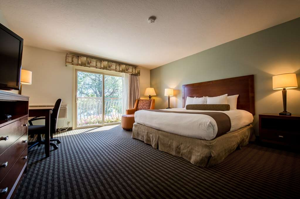Best Western Driftwood Inn - Relax listening to the river and falls in our king view rooms.