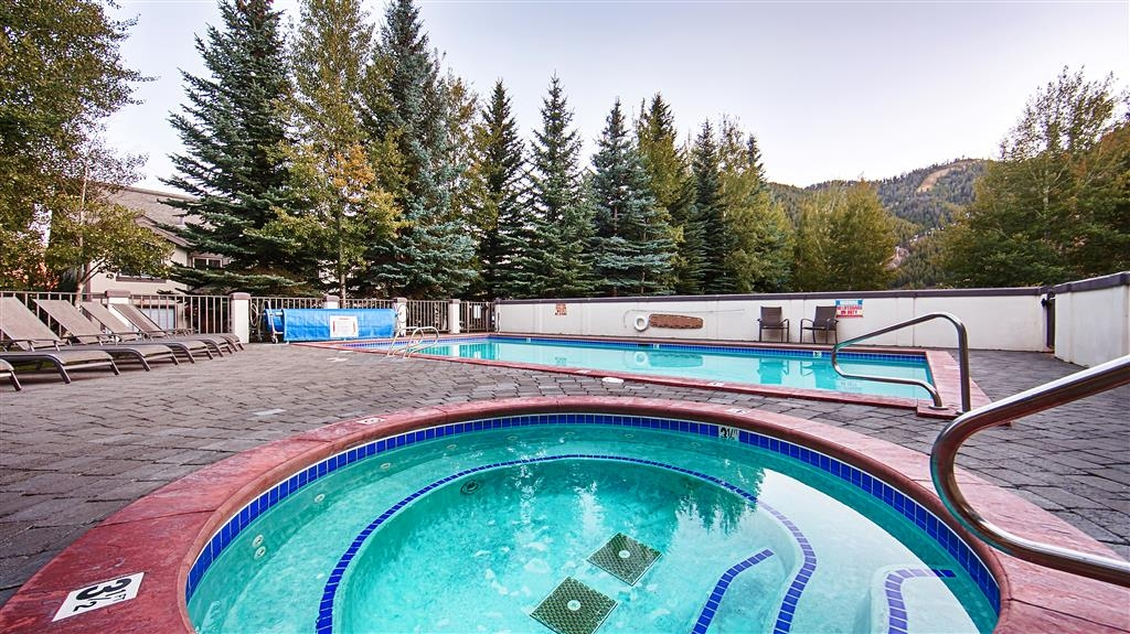 Best Western Tyrolean Lodge - Vue de la piscine