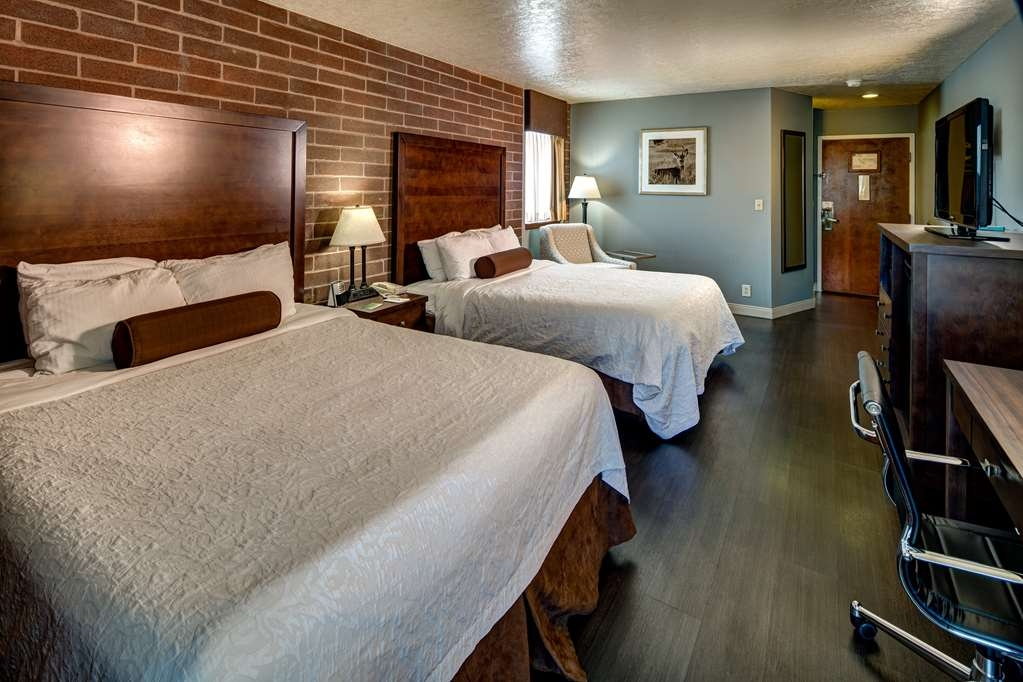 Best Western Pocatello Inn - This room has 2 queen bed room which is designed for the pets in our lives and is equipped with a refrigerator and microwave.
