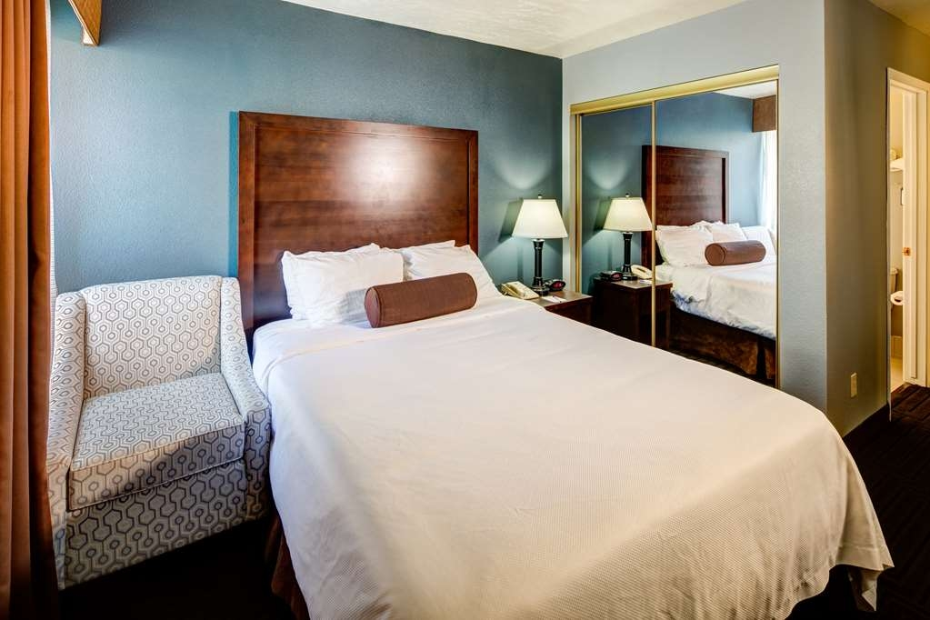 Best Western Pocatello Inn - Our economy queen guest room with one queen bed is perfect for your overnight stay.