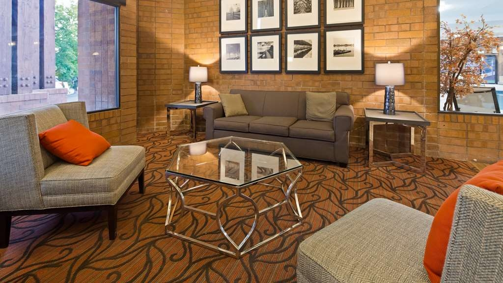 Best Western Pocatello Inn - Spend some time visiting with your friends in the comfortable lobby