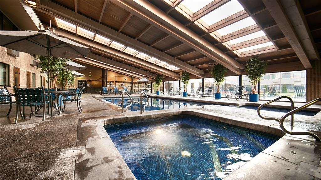 Best Western Plus University Inn - Vue de la piscine