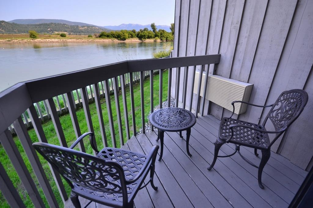 Best Western Plus Kootenai River Inn Casino & Spa - Step out on your private balcony to enjoy an expansive view of the Selkirk Mountains and Kootenai River.