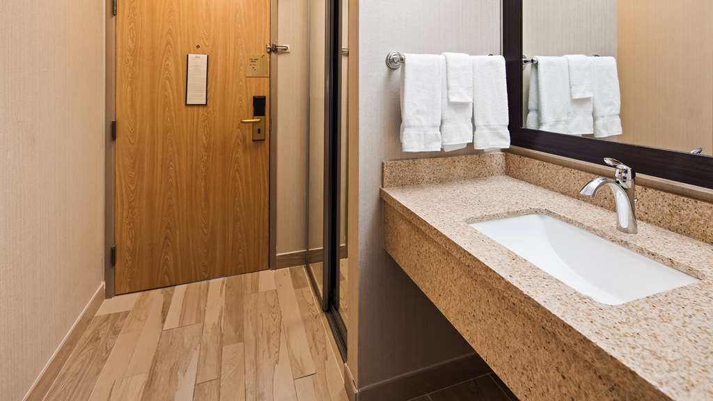 Best Western Plus CottonTree Inn - Guest Bathroom