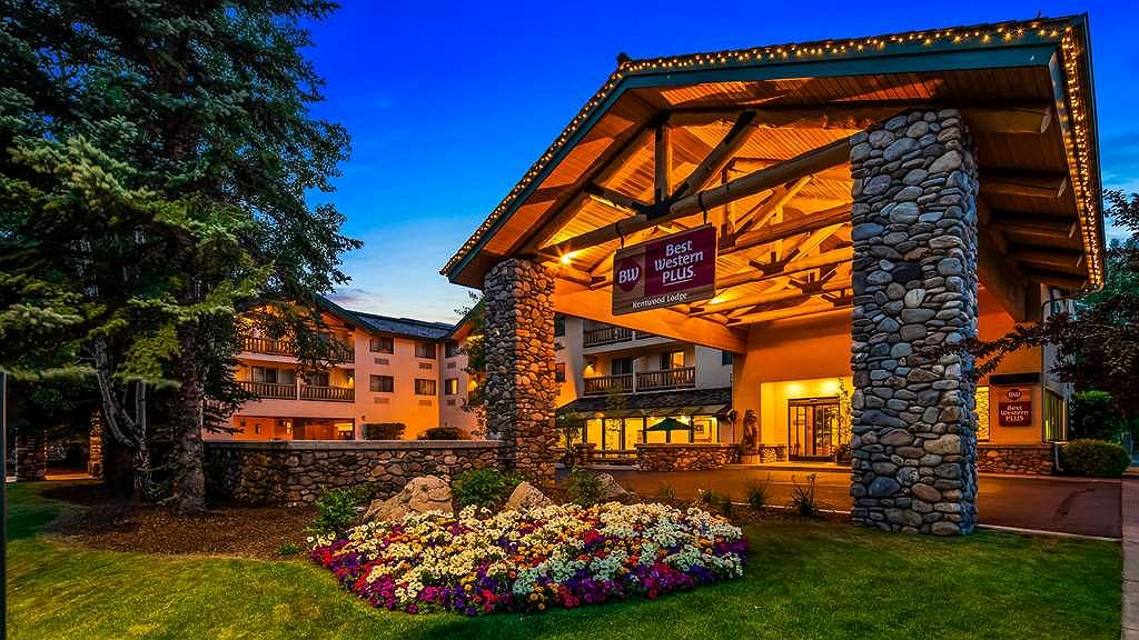 Best Western Plus Kentwood Lodge - Welcome to the Best Western Plus Kentwood Lodge in Ketchum/Sun Valley, Idaho in the evening